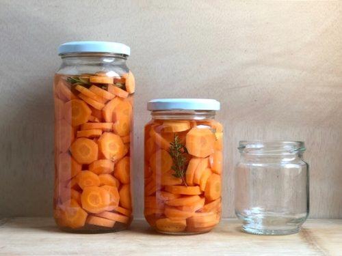 encurtido de zanahorias